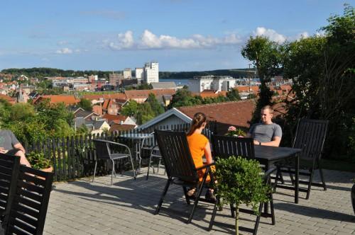 Central overnatning i Svendborg – med fantastisk udsigt over hav og by