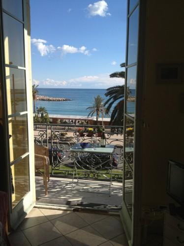 Skøn 2 værelses ferielejlighed i Cotè d'Azur i Frankrig