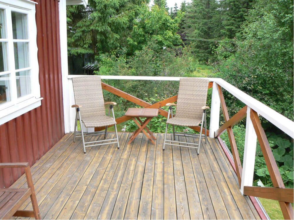 terrass med trädgårdsmöbler