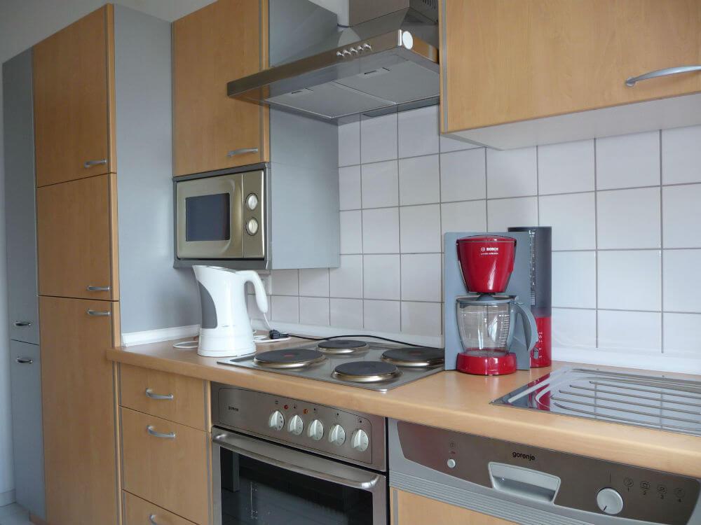 I Køkkenet er der blandt andet opvaskemaskine og microbølgeovn