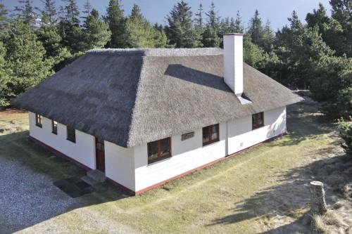 Sommerhus med stråtag ved Blåvand