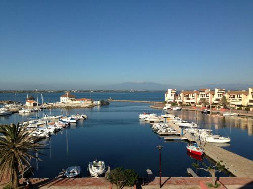 Ferielejlighed (4-pers.) med skøn udsigt over vandet og lystbådemarina. Solrig balkon