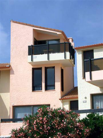 Lejligheden udefra (2 øverste etager)