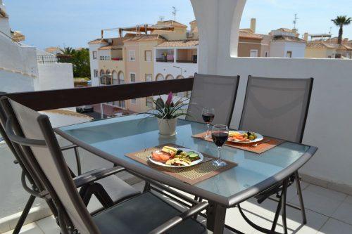 Dejlig terrasse med morgen/formiddgssol