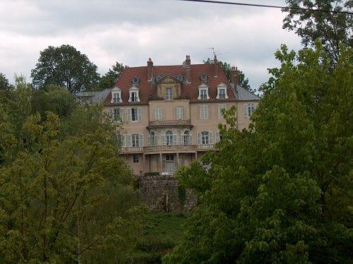 Huset set fra nord, Q ligger øverst i midten.