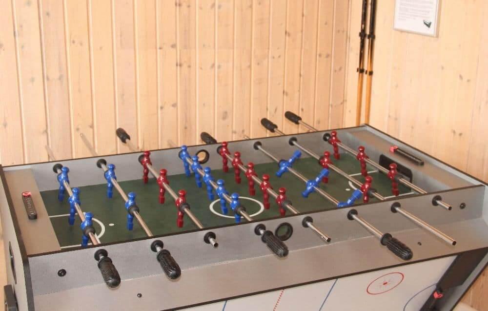 Mange aktiviteter inde - pool, airchockey, fodbold m.v.